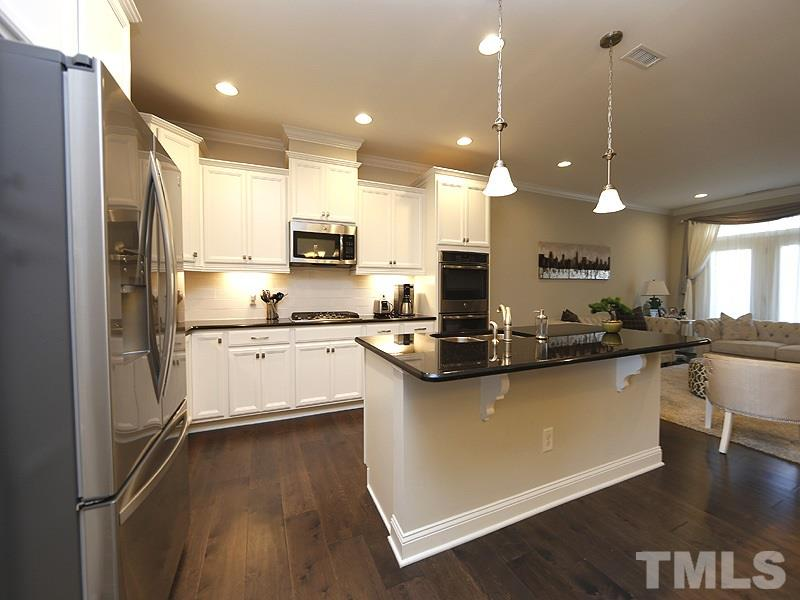 Gourmet Kitchen w/ gas cooktop