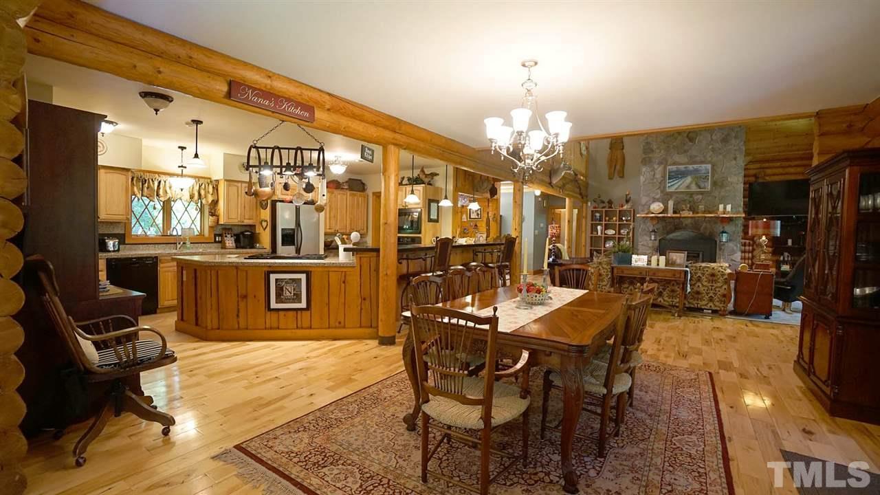 Open kitchen, huge bar area
