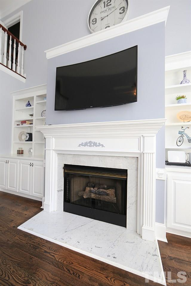 Gas Logs Fireplace in Family Room.