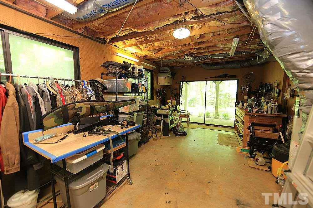 Large storage area/workshop in the basement