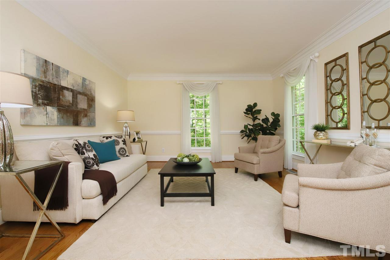 Living Room - could be a great office!