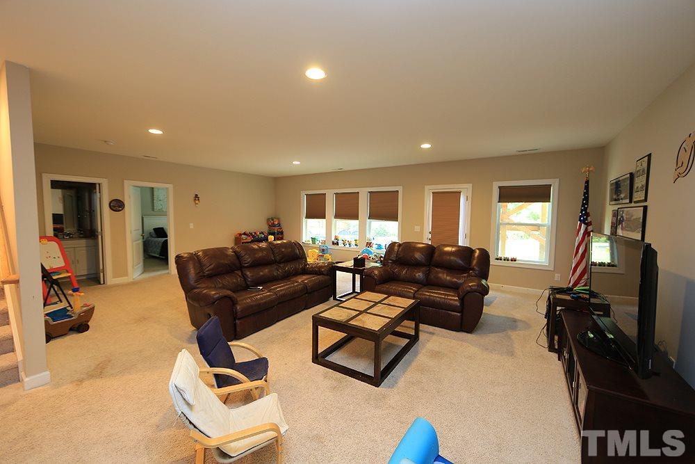 Huge bonus room in basement