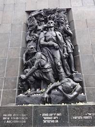 Warsaw-ghetto-statue