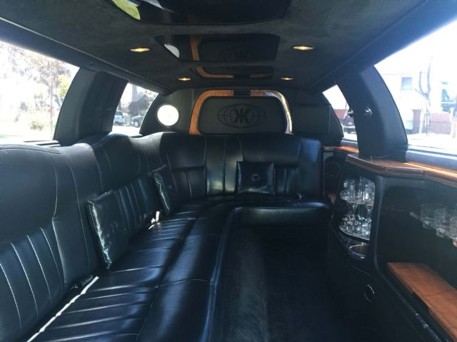2004 White 120 Inch Lincoln Towncar Limo 1007 Los Angeles