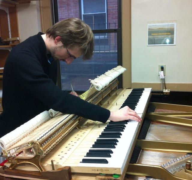 Étienne Fillion, technicien accordeur de piano