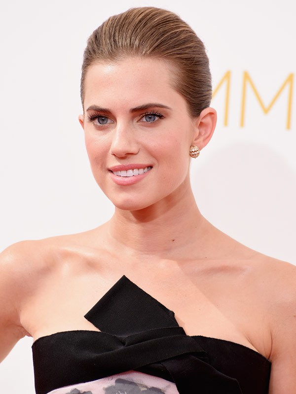 allison-williams-emmys-2014-emmy-awards1.jpg