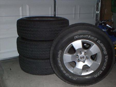 Tires and Wheels off 07 <em>Nissan</em> <em>Pathfinder</em> SE