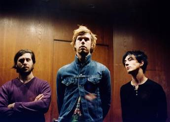 liars, new songs, nuevas canciones, new music, best new indie rock avant rock punk, electro music, i saw you from the lifeboat, perfume tear, mp3, free download, descarga gratis canción, mp3, radio online alternativo