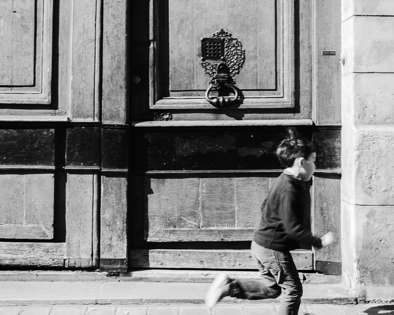 To be a child in Paris