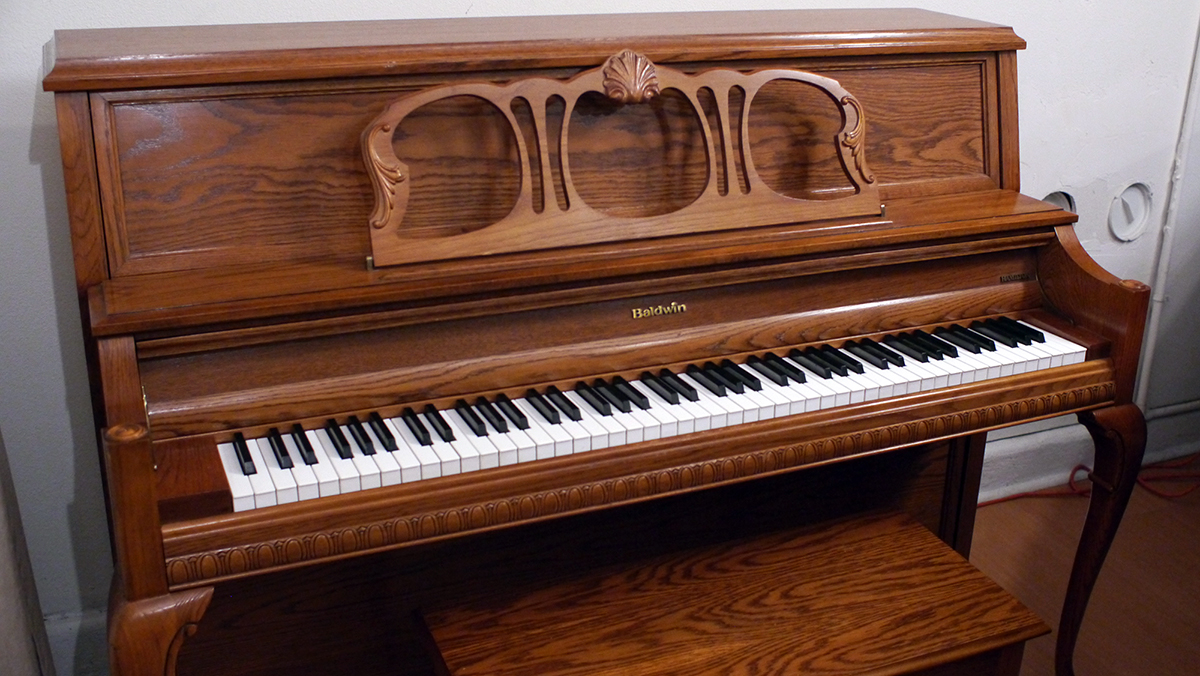 Baldwin hamilton upright piano made in u s a 432273 for Piano upright dimensions