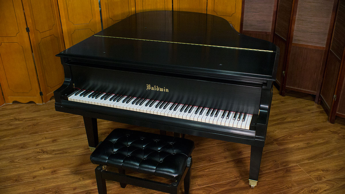 Used baldwin grand piano for sale living pianos for What size is a baby grand piano