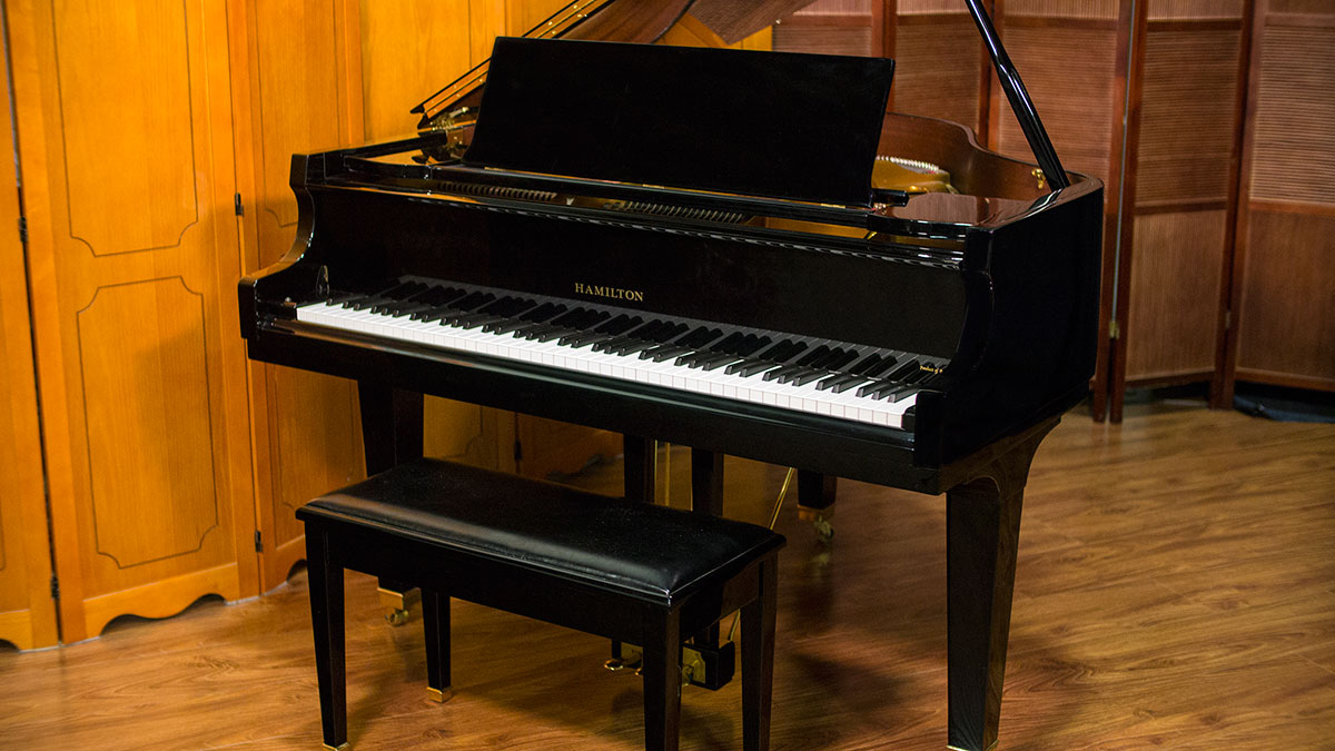 Used baldwin hamilton baby grand piano for sale piano store for Size baby grand piano