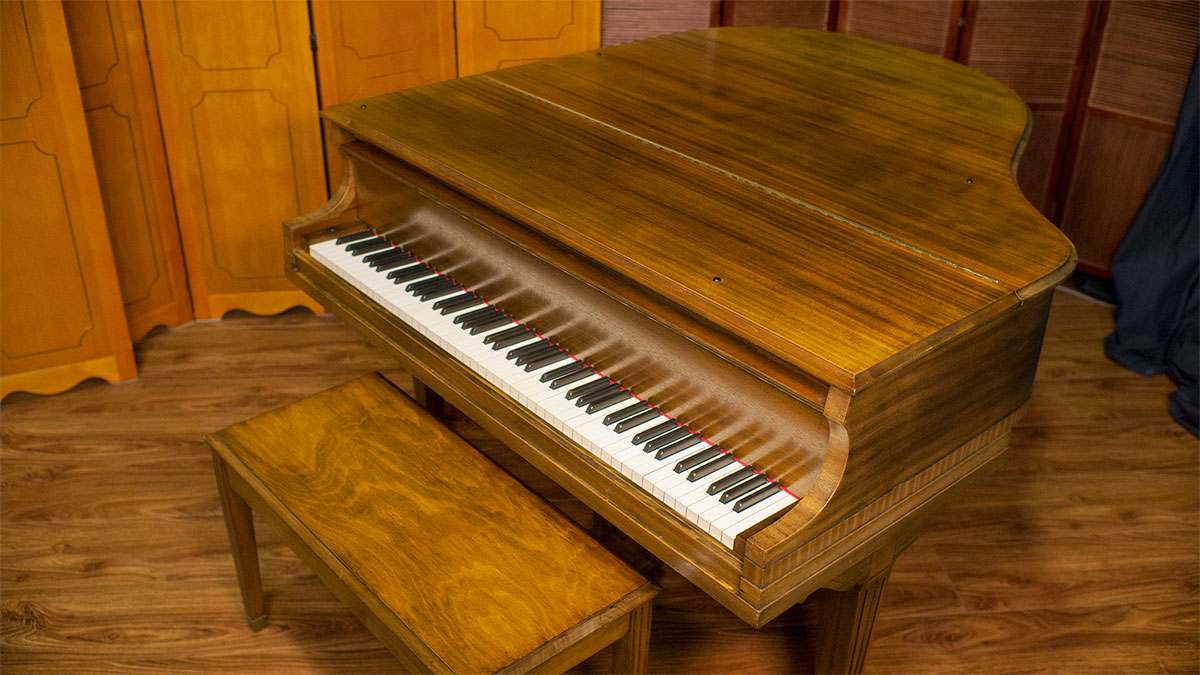 baldwin howard designer baby grand piano for sale. Black Bedroom Furniture Sets. Home Design Ideas