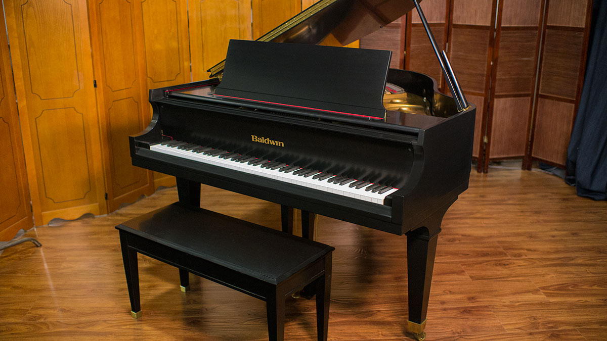 Used baldwin model m grand piano living pianos for What size is a grand piano