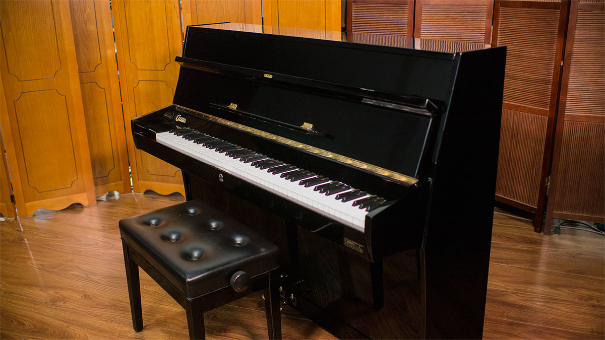 Used pianos for sale calisia european upright piano for Piano upright dimensions