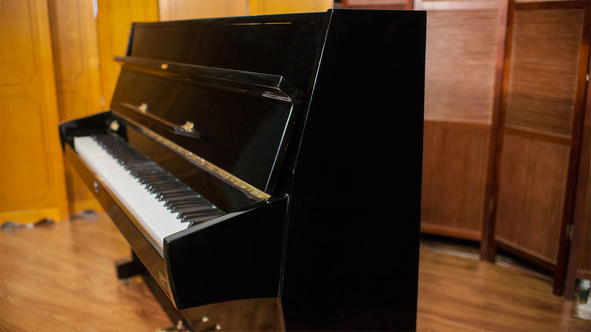 Used pianos for sale calisia european upright piano for Piano upright dimensions