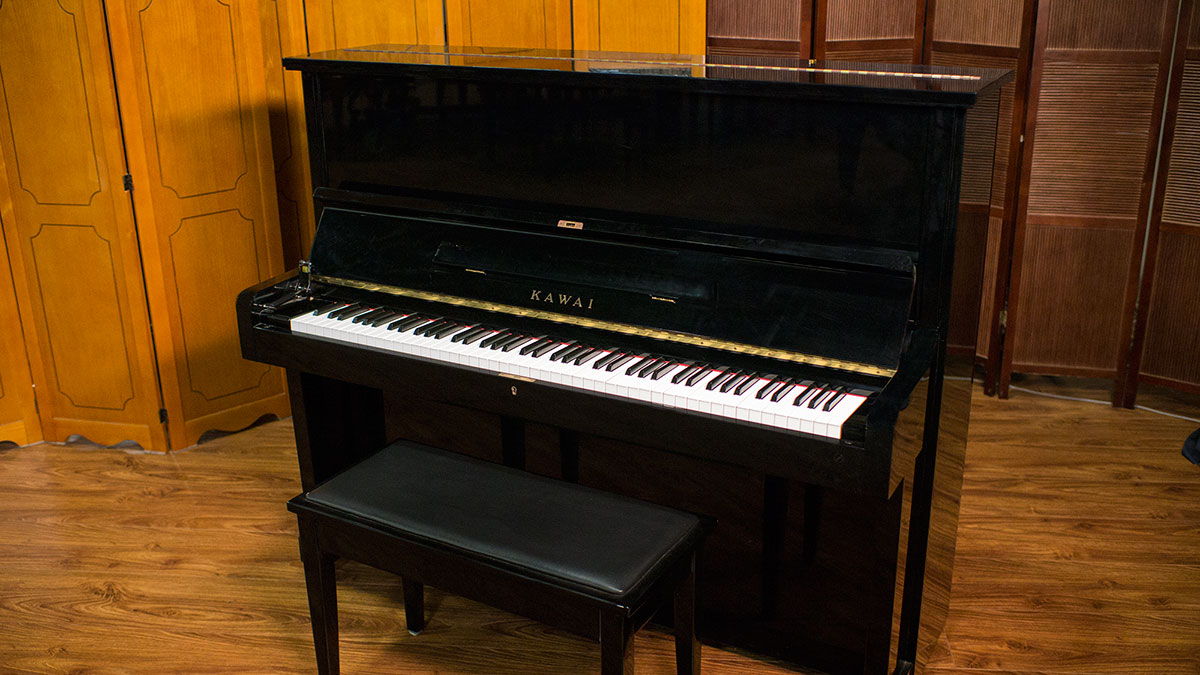 used kawai upright piano for sale living pianos. Black Bedroom Furniture Sets. Home Design Ideas