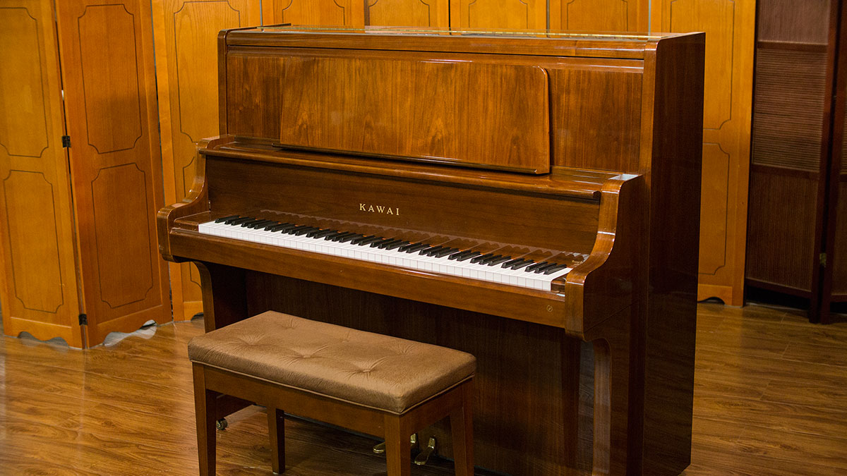 Used kawai upright piano for sale living pianos for Piano upright dimensions