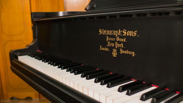 dating steinway piano Darmstadt