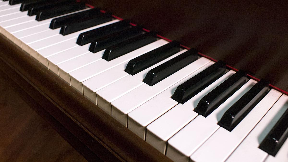 Dating yamaha pianos Ikonoform