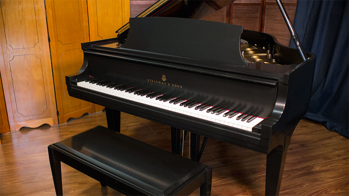 Steinway baby grand piano model s 383938 for Size baby grand piano