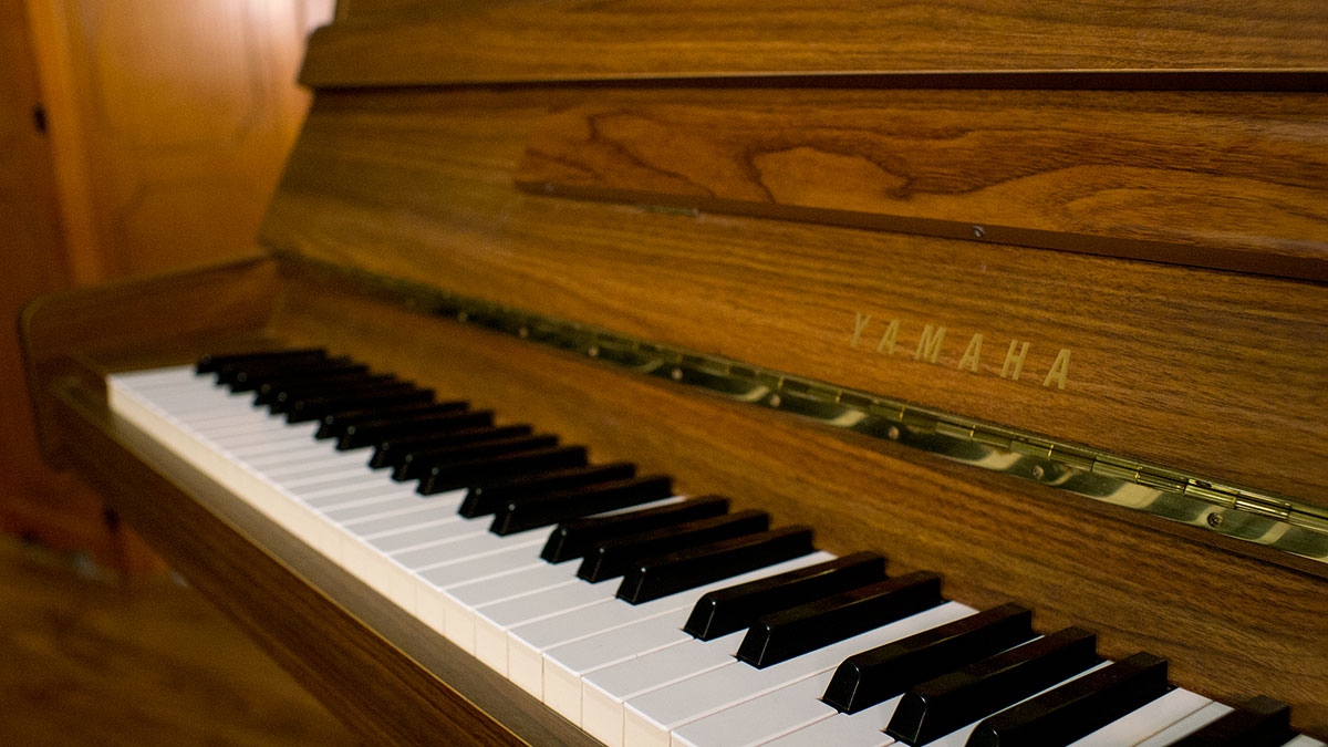 Used yamaha upright piano for sale online piano store for Yamaha store online