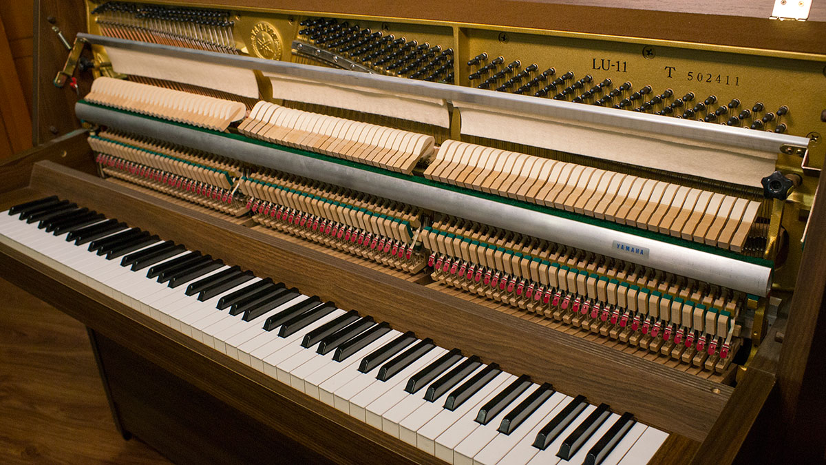 Used yamaha upright piano for sale online piano store for Cost of new yamaha upright piano