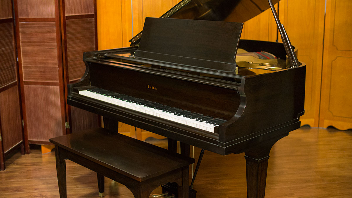 Baldwin baby grand piano for sale made in u s a for What size is a baby grand piano