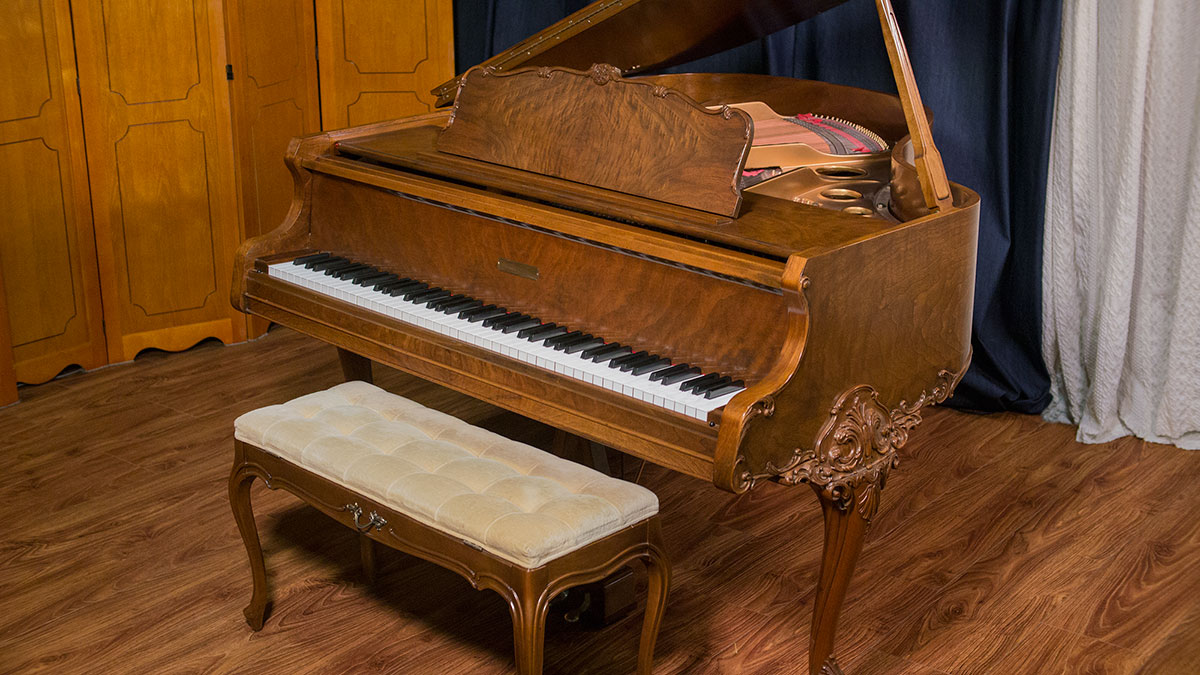 Used gulbransen art case baby grand piano for sale made for Size baby grand piano