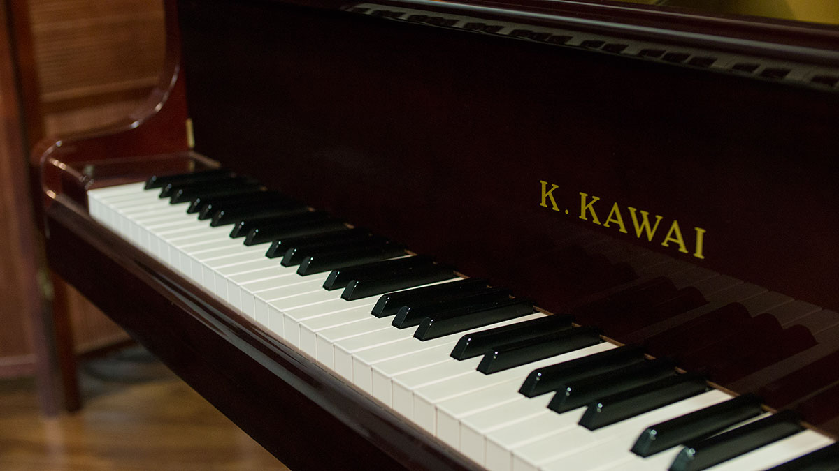 like new kawai baby grand piano for sale made in japan. Black Bedroom Furniture Sets. Home Design Ideas