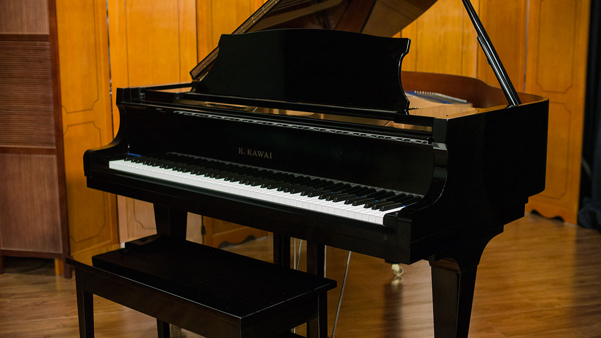 Kawai parlor grand piano for sale model kg1e 1937858 for What size is a grand piano