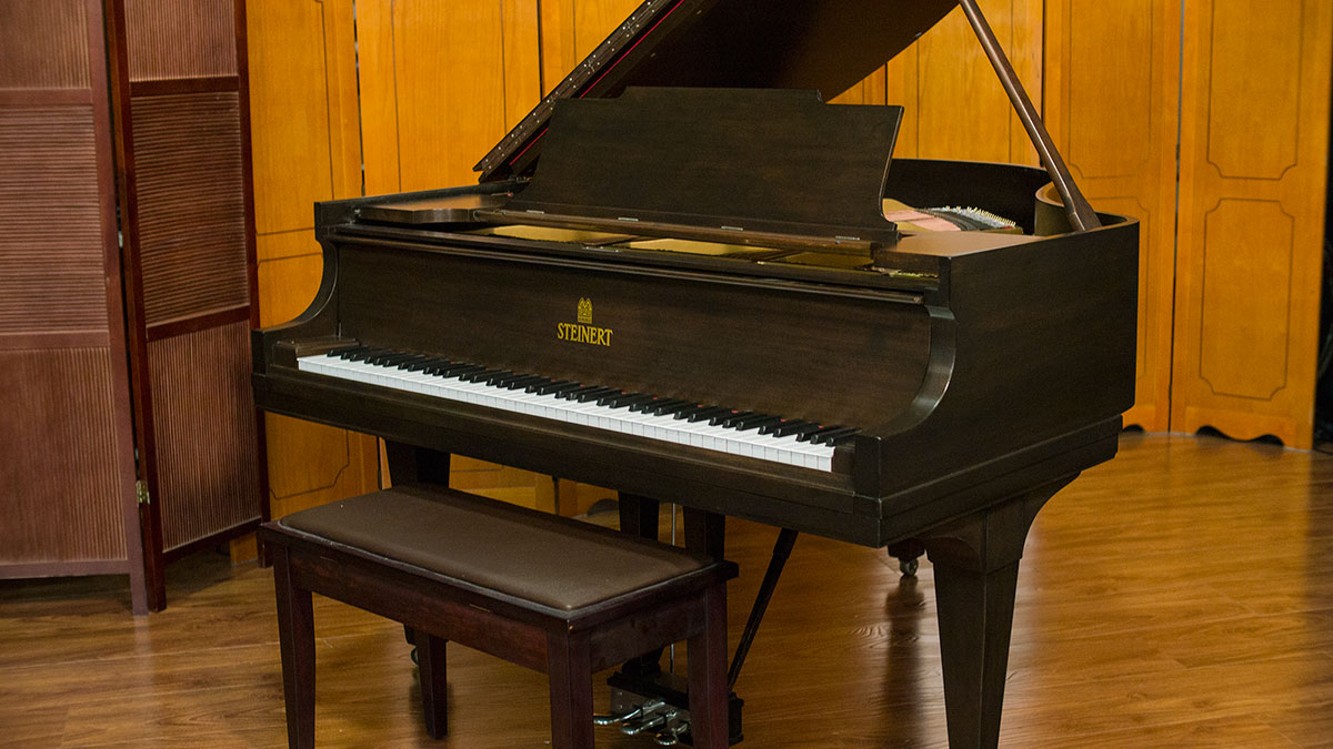 Steinert baby grand piano model a living pianos for What size is a baby grand piano