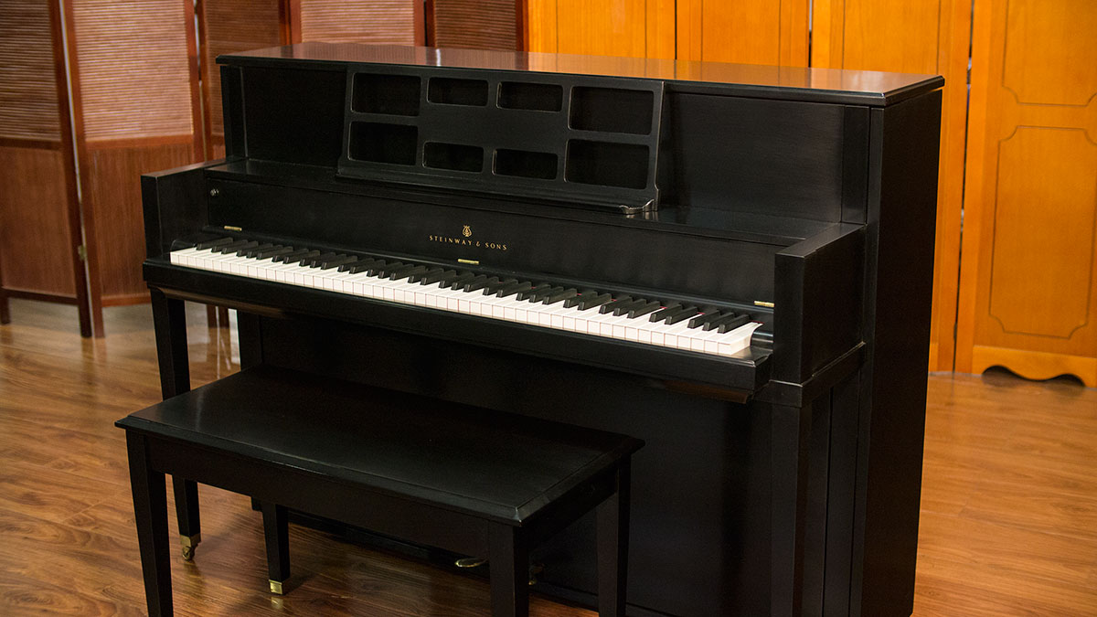 Steinway studio console upright piano for sale used for Piano upright dimensions