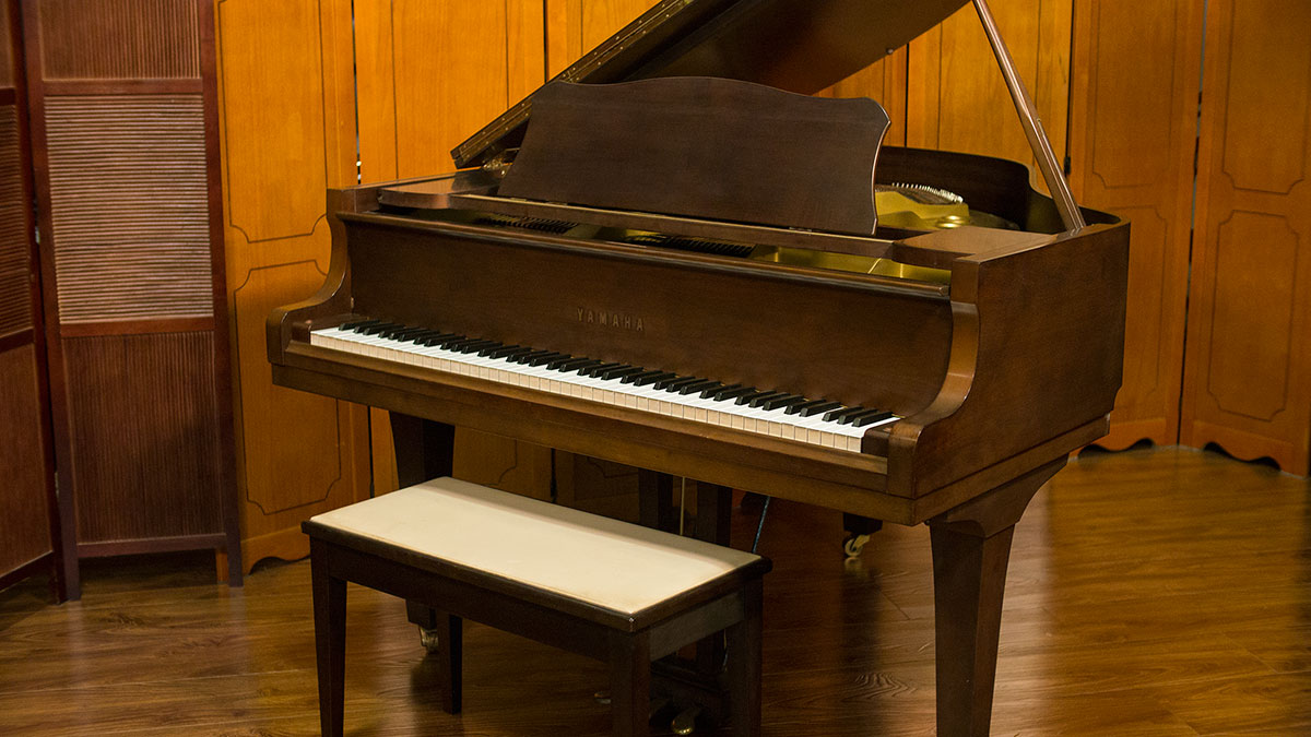 Yamaha baby grand piano for sale living pianos online for Price of a yamaha baby grand piano