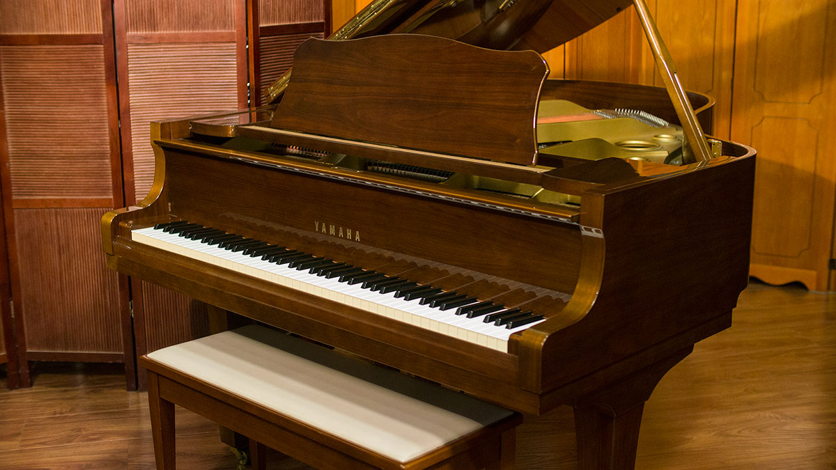 Yamaha g2 grand piano for sale living pianos online for Yamaha grand pianos for sale