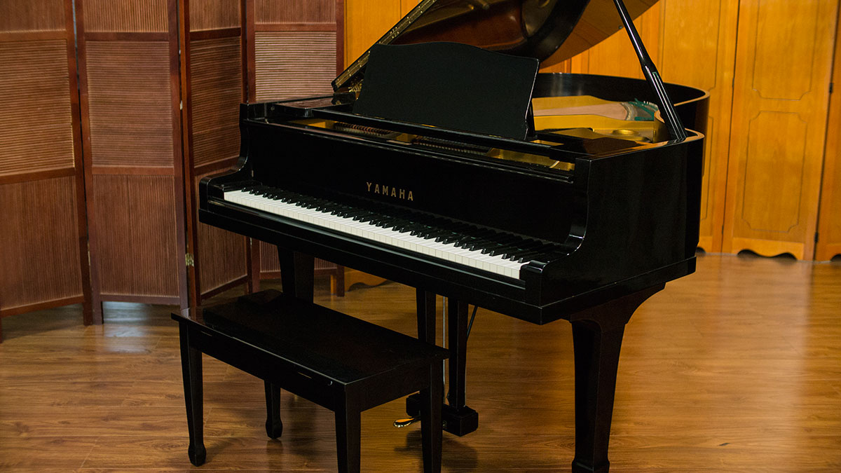 Used yamaha grand piano for sale online piano store for What size is a grand piano