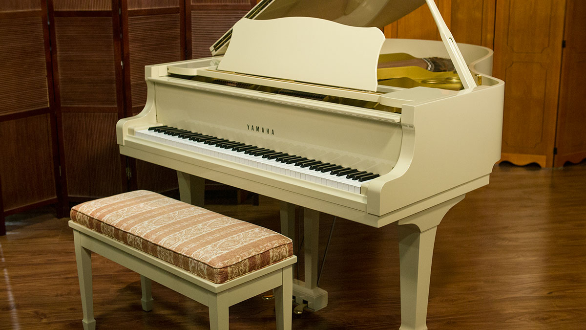 Yamaha g3 ivory grand piano for sale online piano store for Yamaha grand pianos for sale