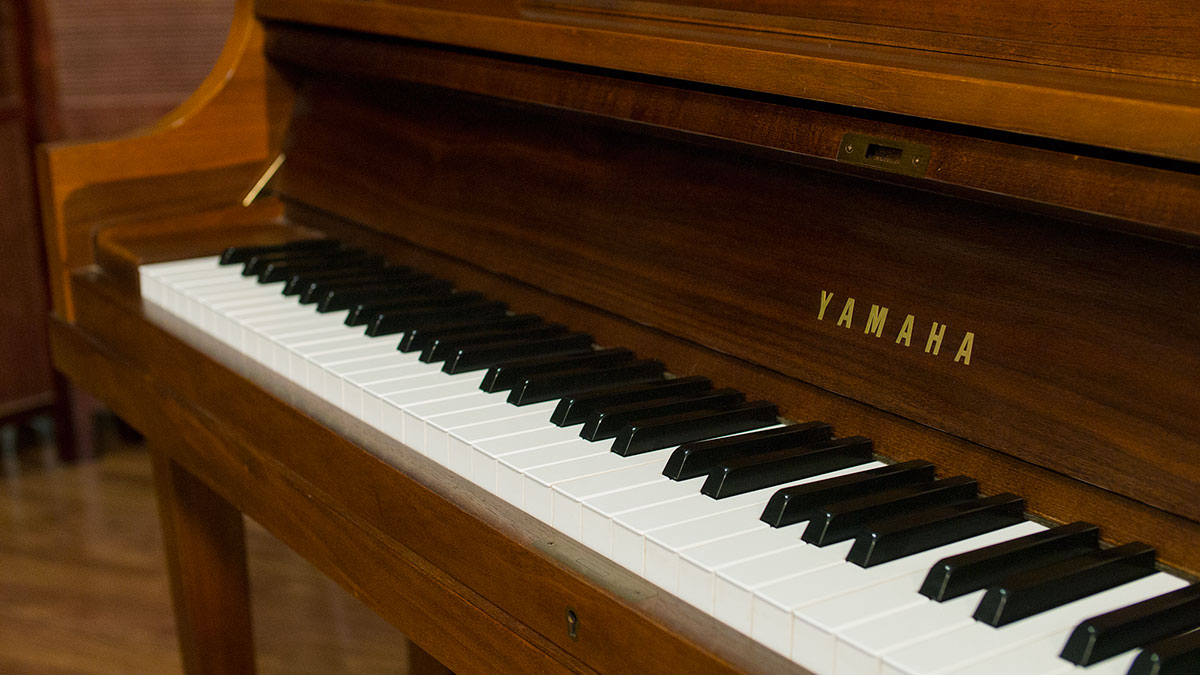 Yamaha studio upright piano model p22 for sale online for Piano yamaha price list