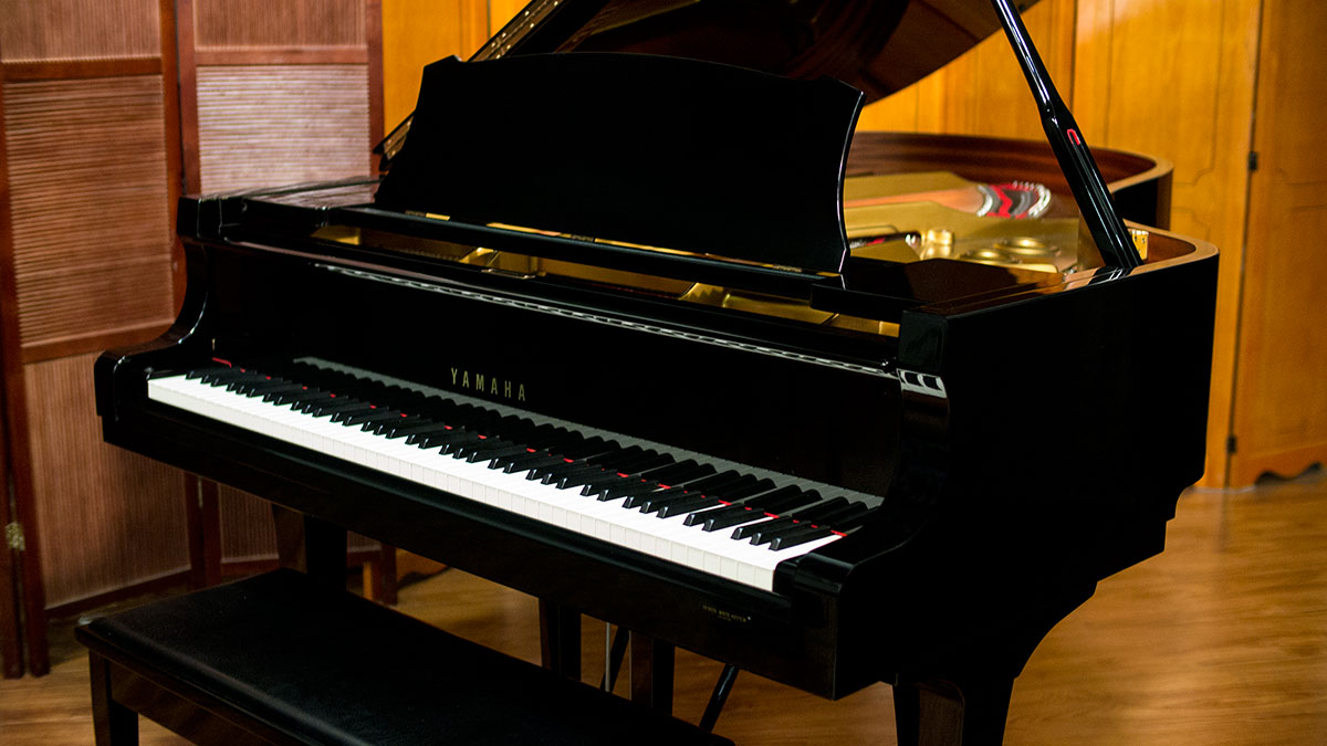 Yamaha s series hand made grand piano model s400b online for What size is a grand piano