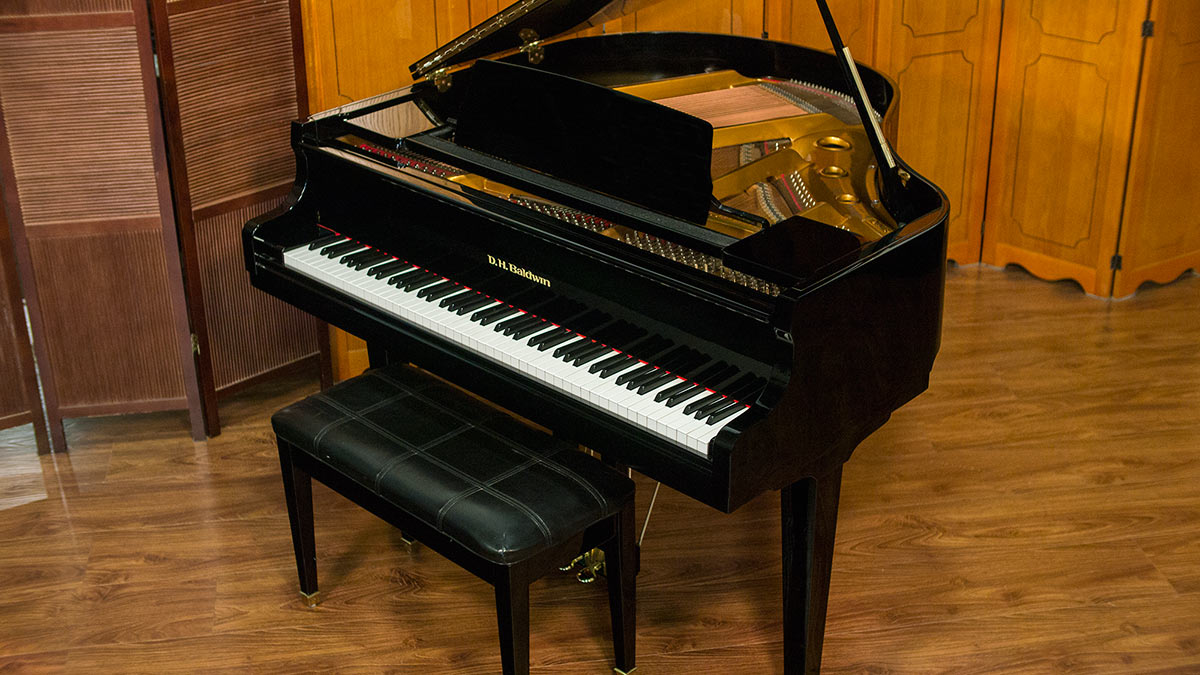 Dh baldwin baby grand for sale model c142 living pianos for Smallest baby grand piano dimensions