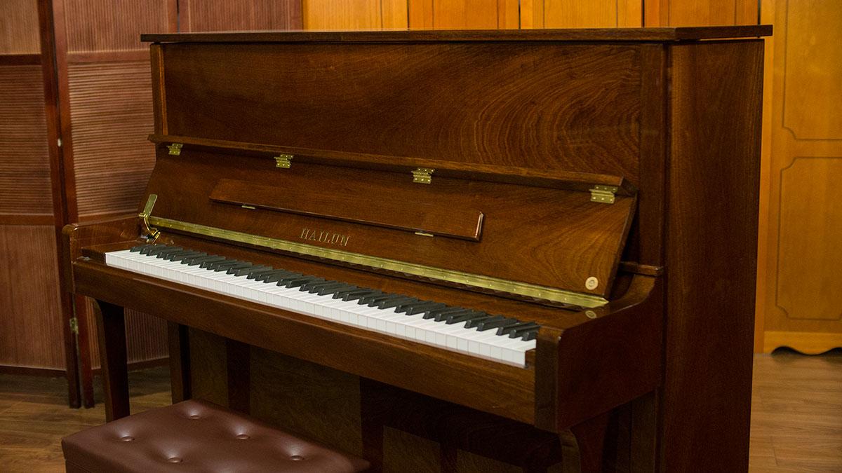 hailun model 121 upright piano for sale   living pianos