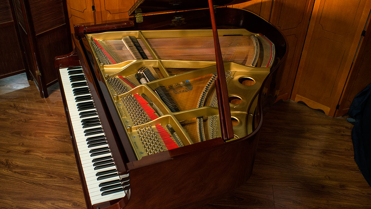 Kawai Model Ge 20 French Provincial Baby Grand For Sale