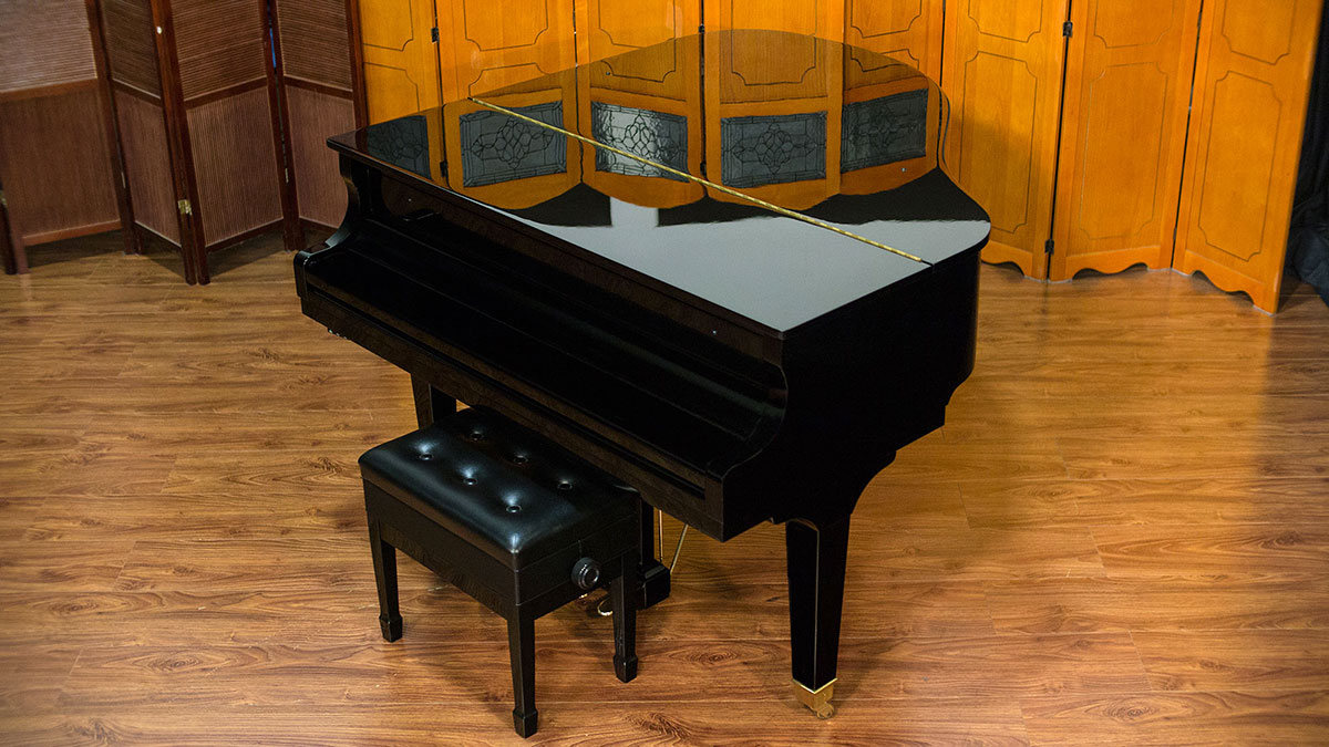Wurlitzer model c153 baby grand piano for sale living pianos for Size baby grand piano