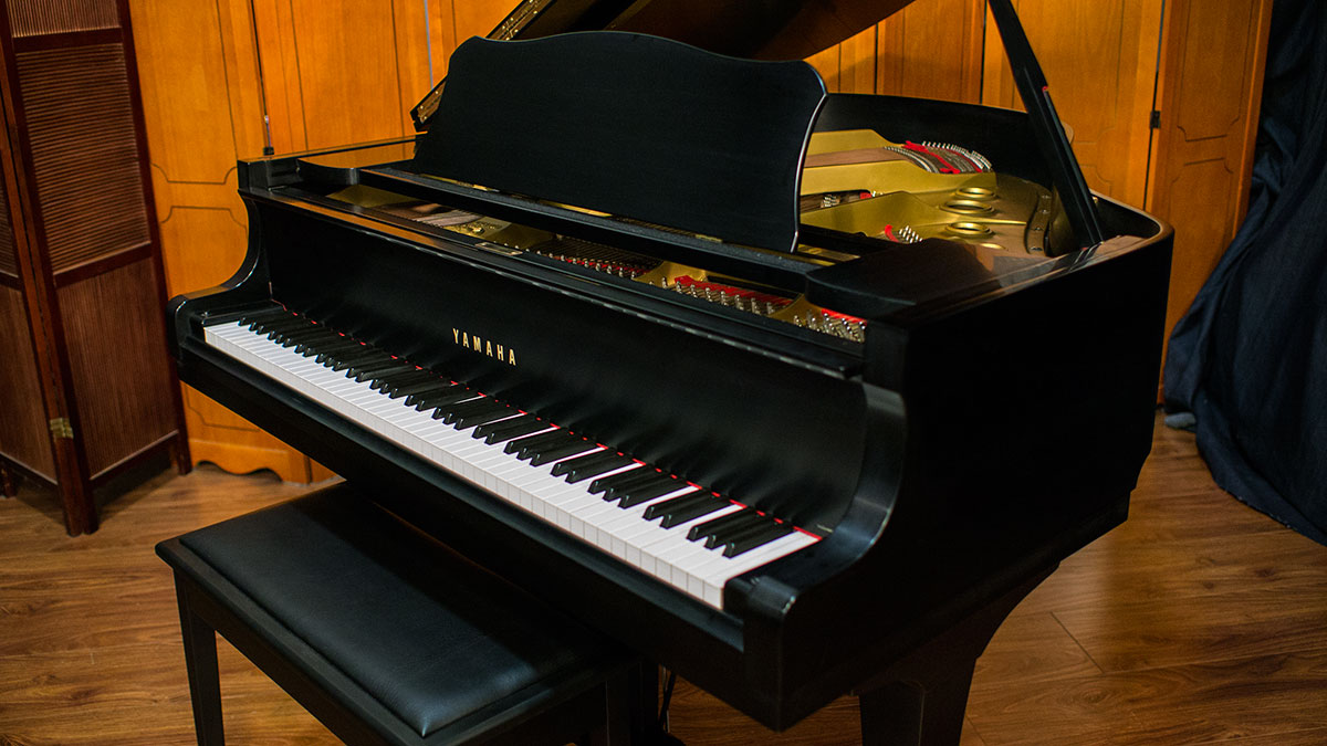Yamaha model g1 baby grand piano for sale online piano store for Yamaha g1 piano