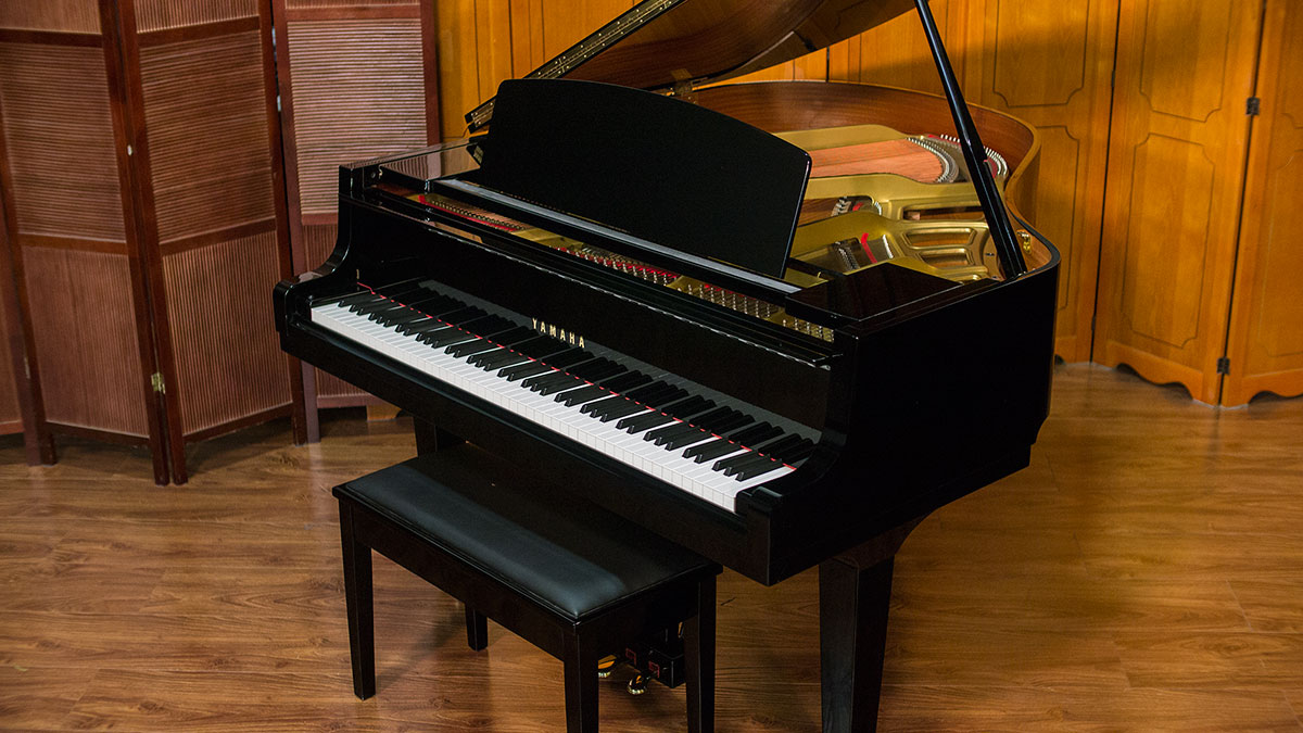 Yamaha model gh 1 baby grand piano for sale living pianos for Size of baby grand piano