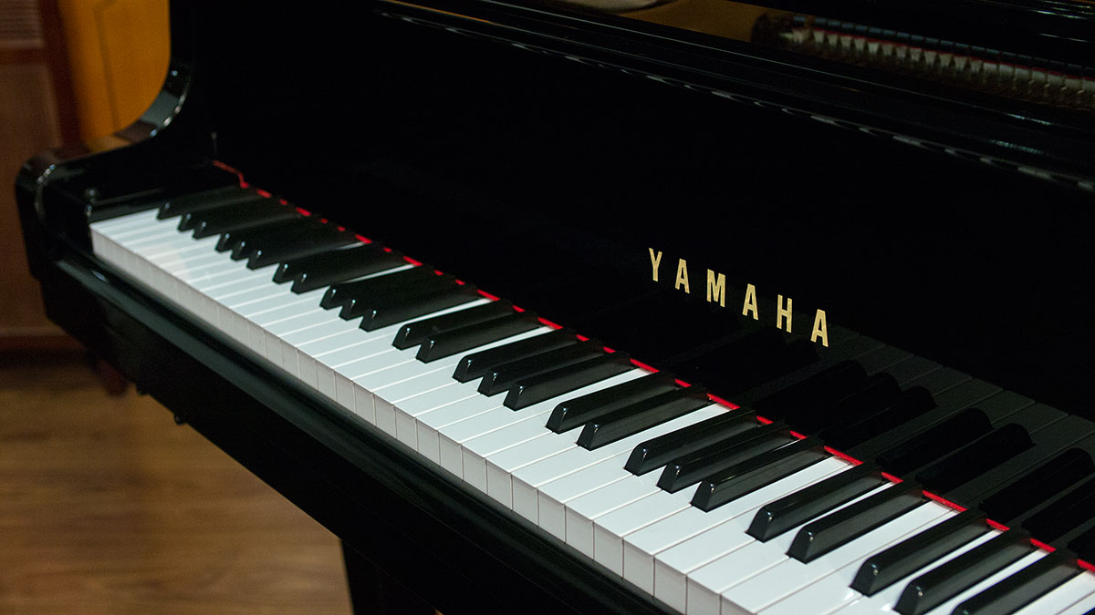 Yamaha disklavier baby grand piano model gh 1 online for Price of a yamaha baby grand piano