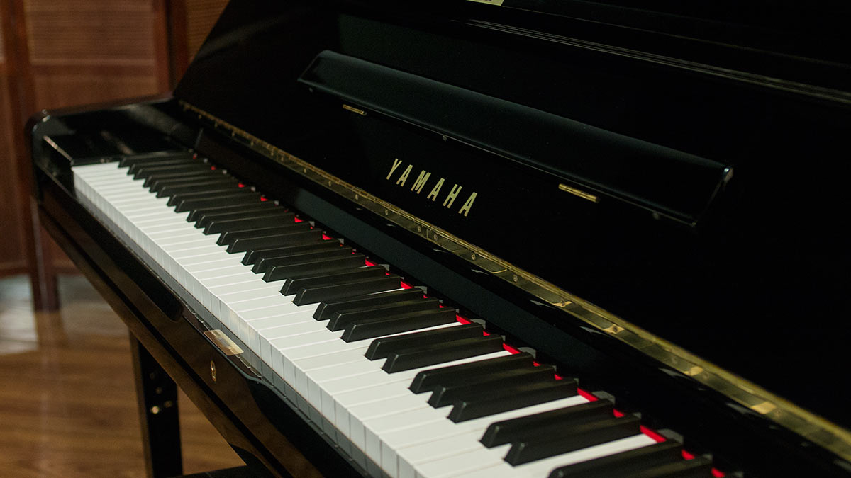 Yamaha u3 upright piano for sale living pianos online for Used yamaha u3 upright piano