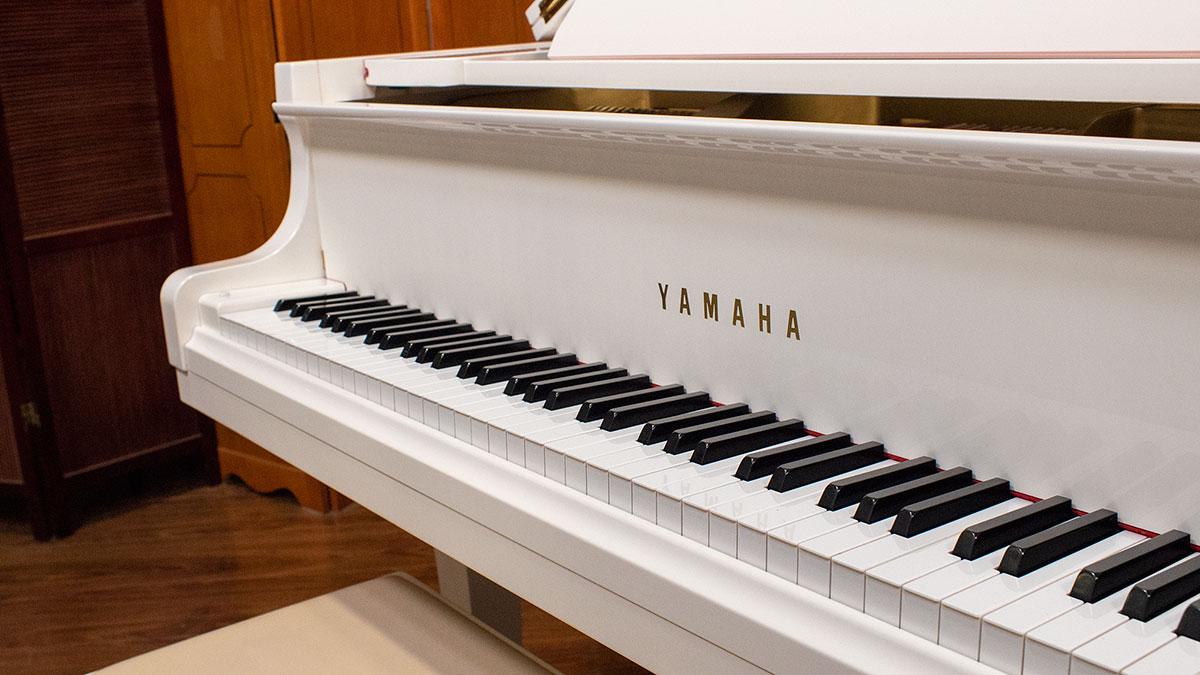 Yamaha Model G1 Baby Grand Piano Polished White Finish