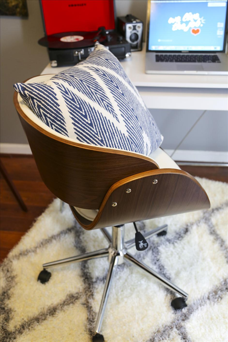 Personalization tips for your home office // Nations Photo Lab & Wayfair