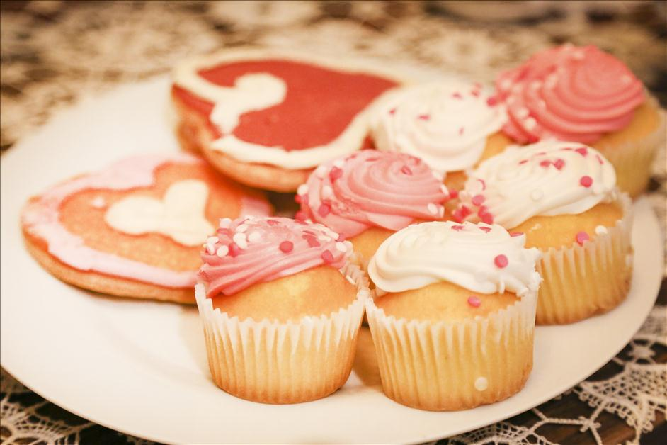 Pink Valentine's Day cupcakes for Nations Photo Lab Galentine's Day party